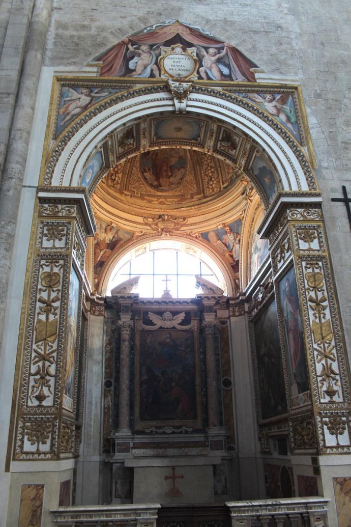 Todi Tempio di San Fortunato frescoed chapel
