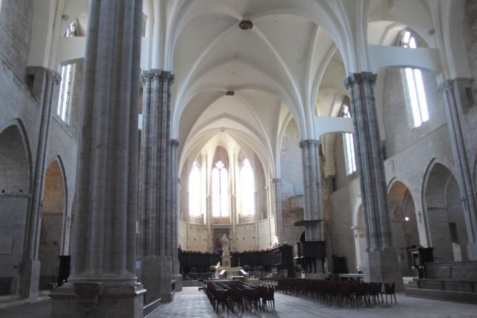 Todi Tempio di San Fortunato interior center