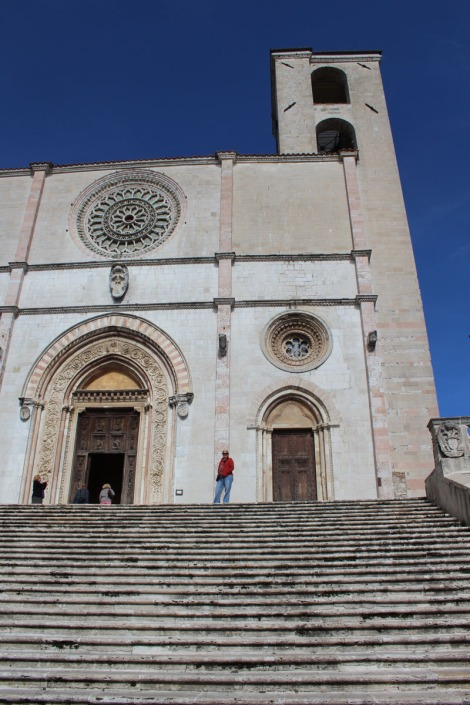 Todi The Cathedral Jamie on steps