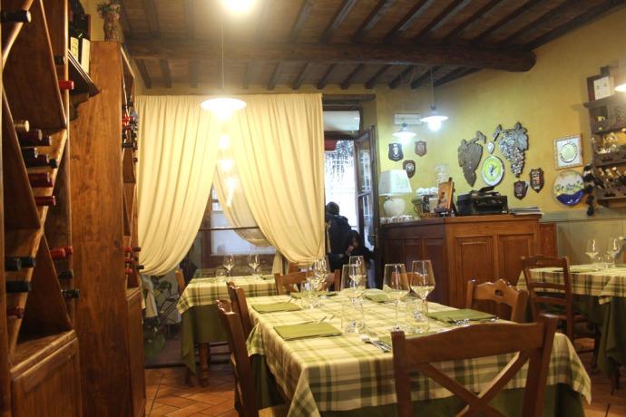 Arezzo Anticafonte dining to door