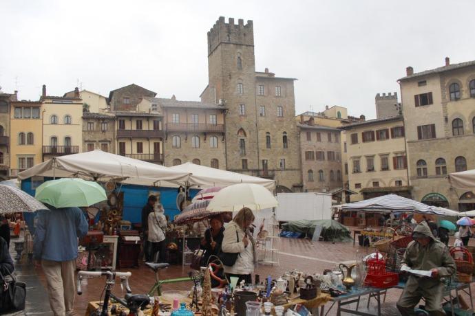 Arezzo antique fair piazza tents & umbrellas