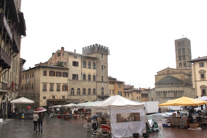 Arezzo antique fair piazza