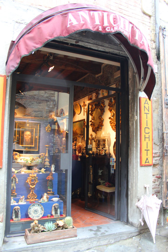 Arezzo antique shop red awning