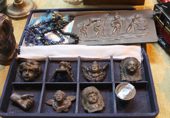 Arezzo brass little figures