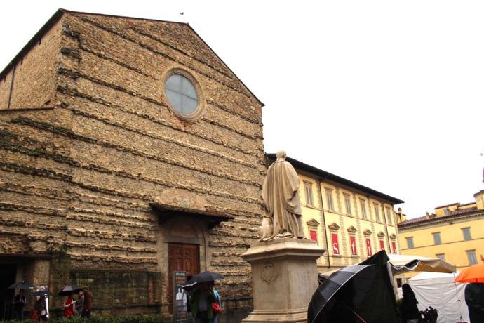 Arezzo cloaked statue & church