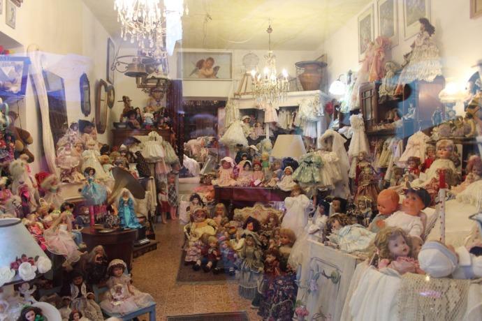 Arezzo doll shop