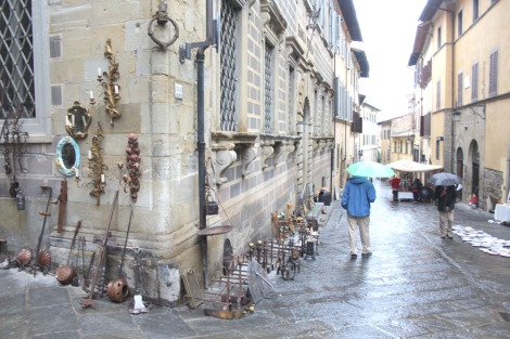 Arezzo fire dogs & scones street