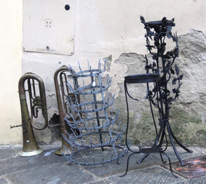 Arezzo horns & bottle holder