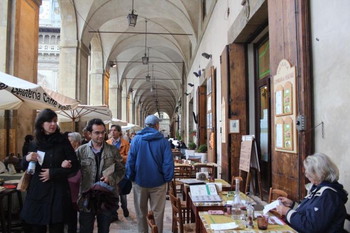Arezzo portico walkers