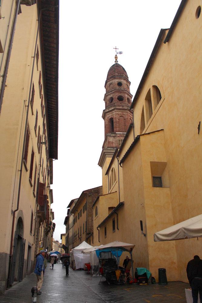 Arezzo vert street view