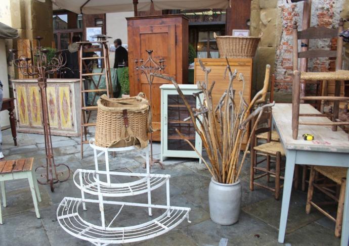 Arezzo walking sticks booth