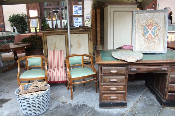 Arezzo wood desk & chairs
