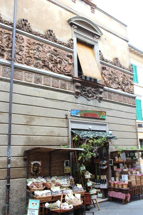 Castiglione del Lago carved bldg, shop