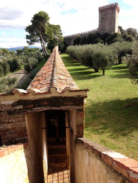 Castiglione del Lago fortress covered walkway vert