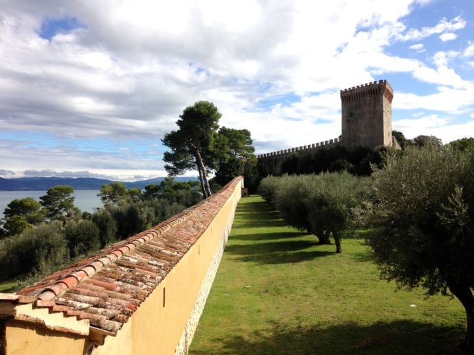 Castiglione del Lago fortress walk & tower