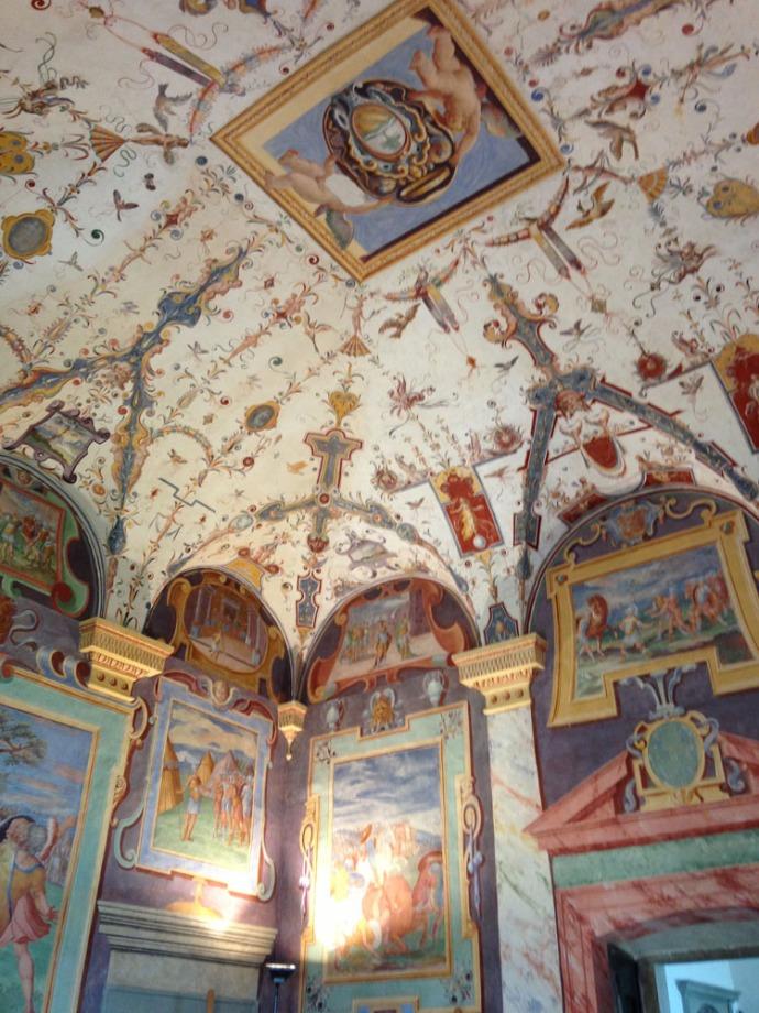 Castiglione del Lago Palazzo della Corgna vert room