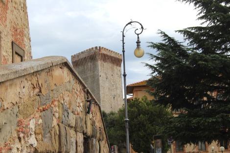 Castiglione del Lago street light, fortress