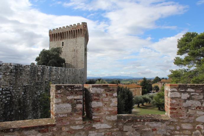 Castiglione del Lago tower and wall
