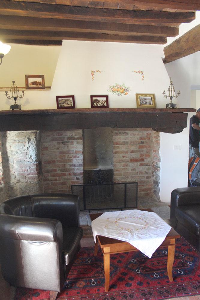 Cortona La Mucchia Casa Vacanze fireplace