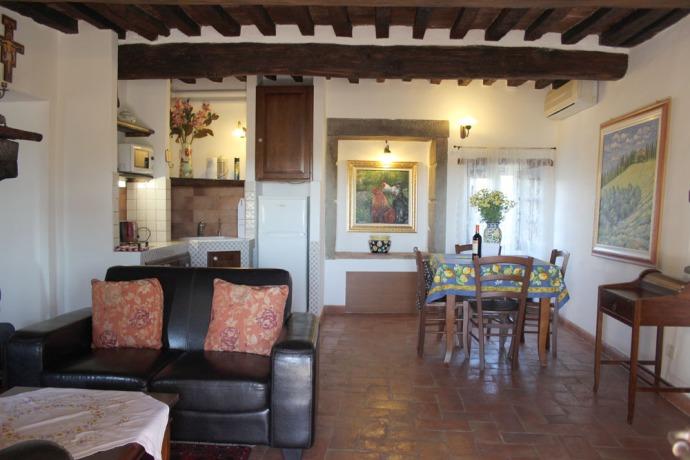 Cortona La Mucchia Casa Vacanze living & kitchen