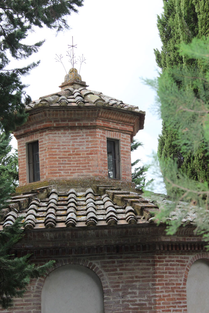Monte Oliveto cupola top little bldg