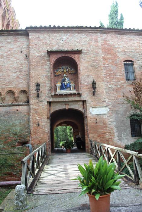 Monte Oliveto entrance bridge leaving