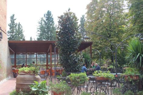 Monte Oliveto outdoor cafe