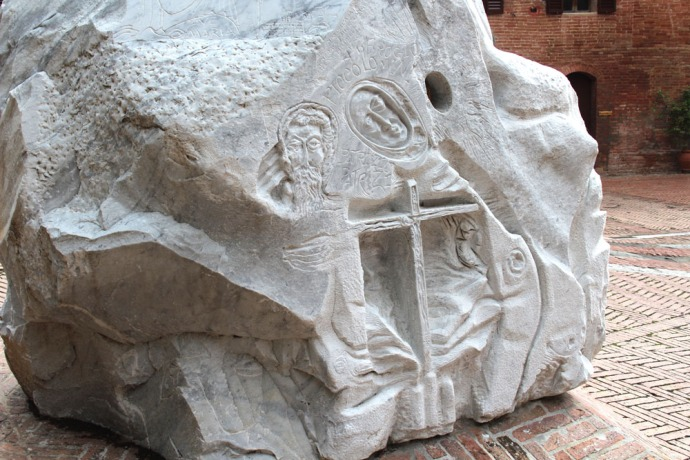 Monte Oliveto statue carving on base