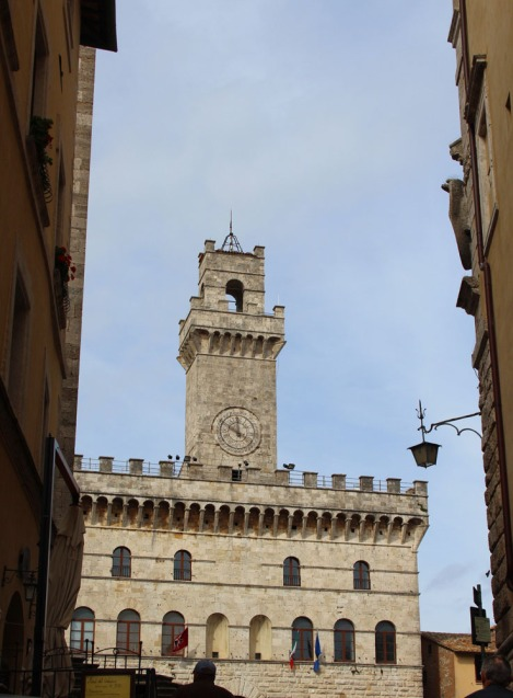 Montepulciano Contucci view to piazza