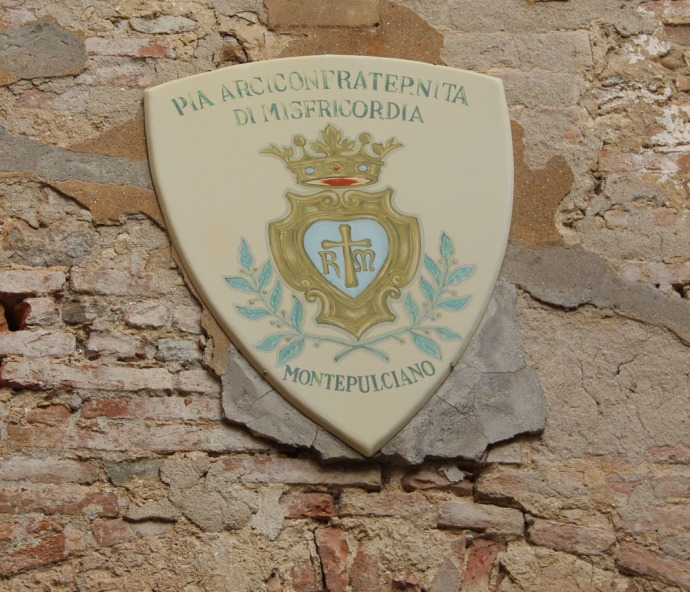 Montepulciano crown sign