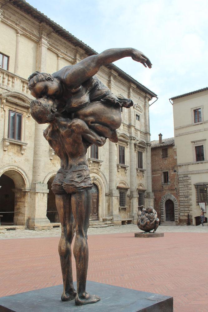 Montepulciano piazza boy & girl statue