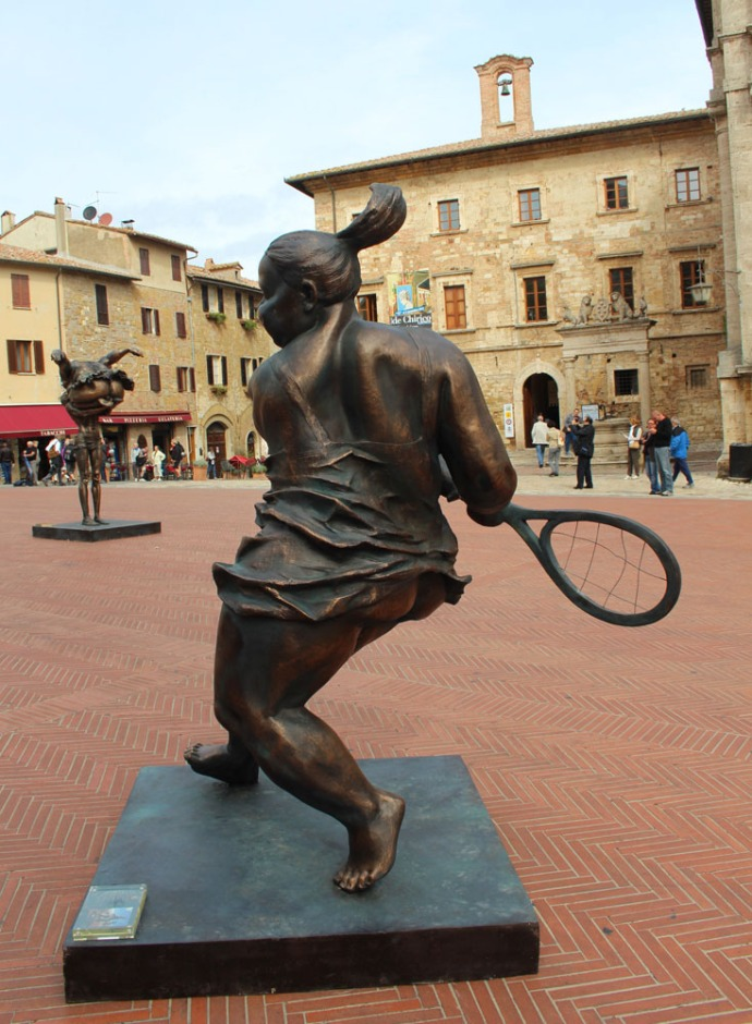 Montepulciano piazza chunky girl tennis