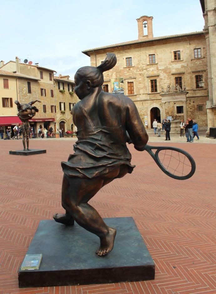 Montepulciano piazza chunky girl tennis