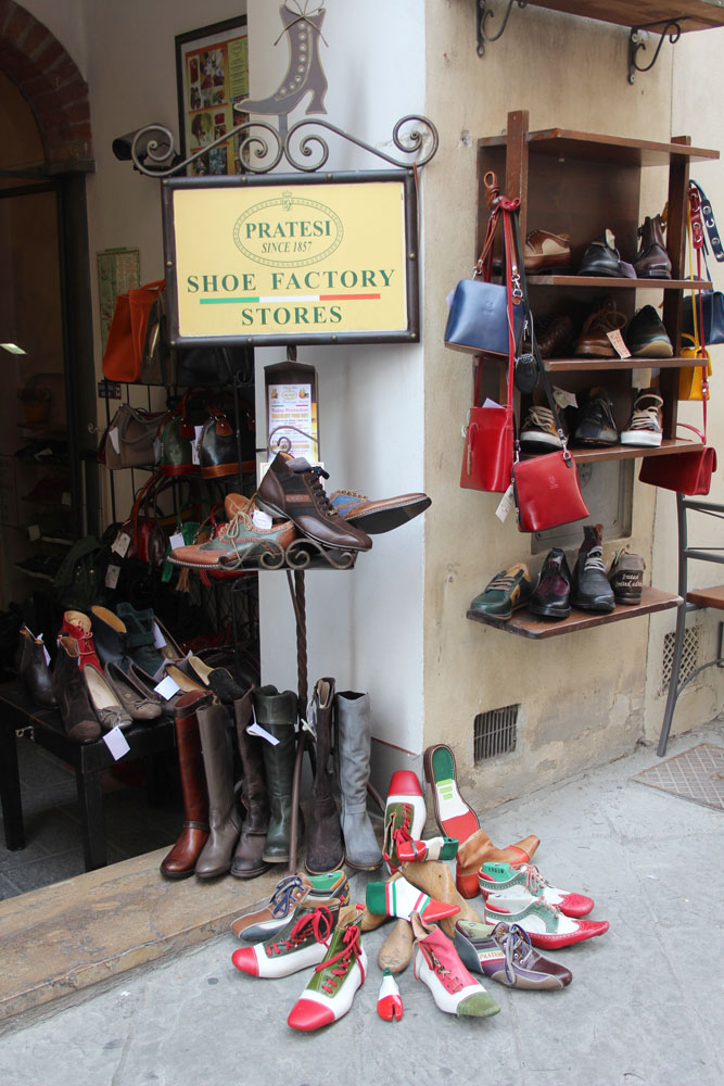 Montepulciano Pratesi shoe display
