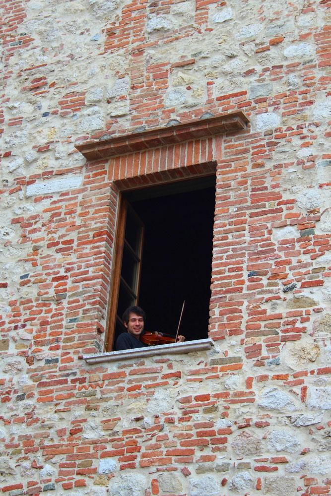 Montepulciano violin boy 2
