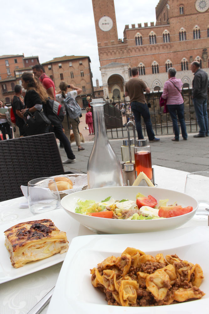 Siena Piazza del Campo  lunch