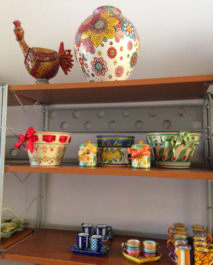 Massa Artinostre ceramics chicken, urn, shelves