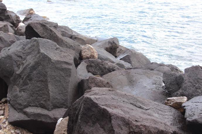 Massa marina lava rocks