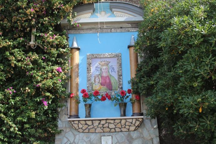 Massa niche painting blue bkground
