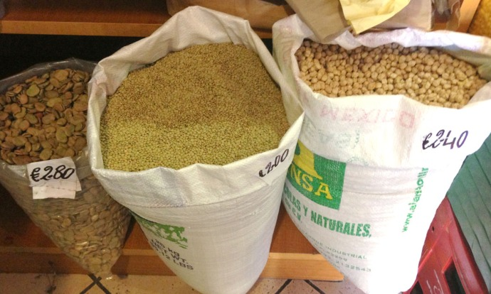 Massa produce shop grain bags