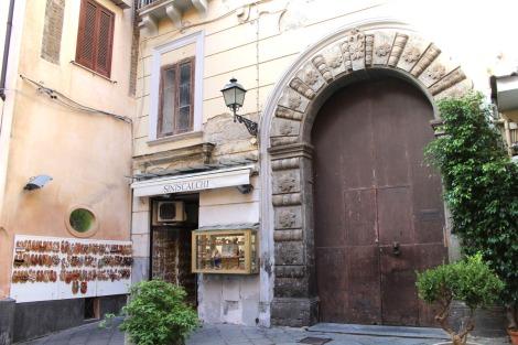 Sorrento arched door and sandals