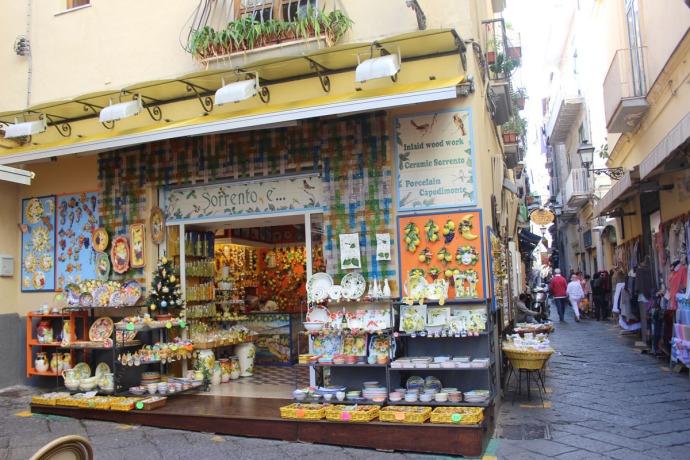 Sorrento ceramics shop, street
