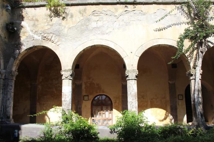 Sorrento Cloister 3 arches