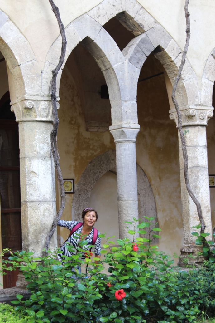 Sorrento Lucia in arch
