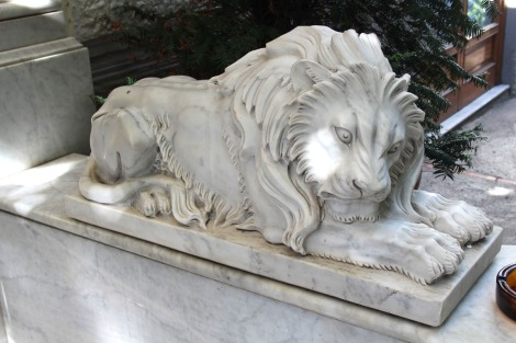 Sorrento marble lion