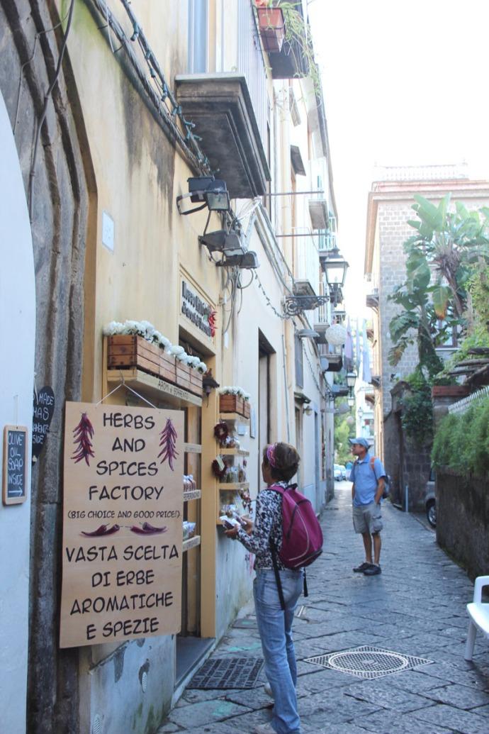 Sorrento spice shop, Lucia