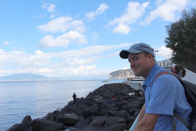 Sorrento Wally, Pompeii in background