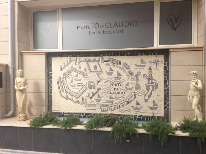 Fiumicino Porto Di Claudio hotel mosaic sign