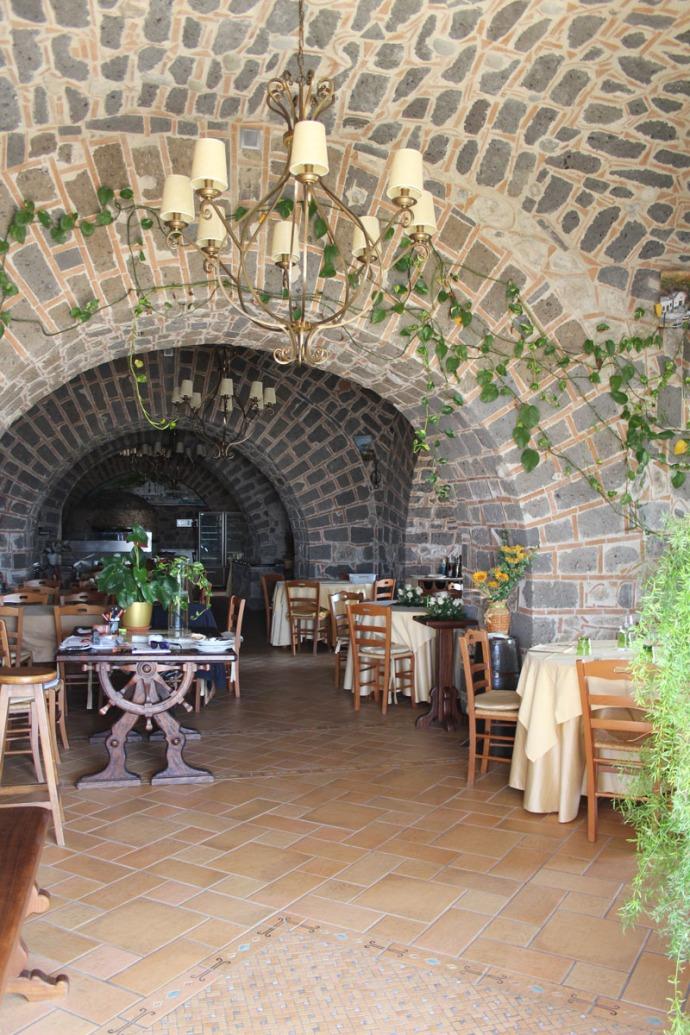 Massa Il Cantuccio interior stone walls