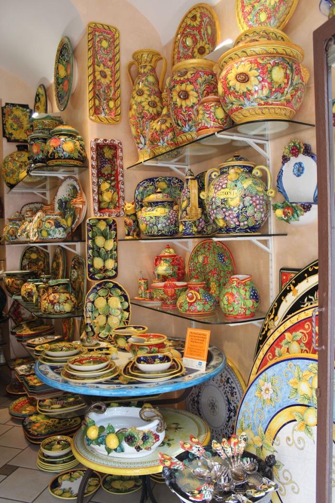 Positano ceramics shop vert